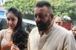 Sanjay Dutt, Manyata Dutt At The Shoot For The Ganesh Aarti on 23rd Aug 2017 (18)_599e752d1d20d.JPG
