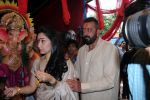 Sanjay Dutt, Manyata Dutt At The Shoot For The Ganesh Aarti on 23rd Aug 2017 (19)_599e75111a713.JPG