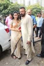 Sanjay Dutt, Manyata Dutt At The Shoot For The Ganesh Aarti on 23rd Aug 2017 (9)_599e750bbb5e0.JPG