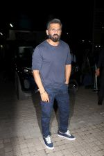 Sunil Shetty at the Red Carpet Of Film A Gentleman in Mumbai on 24th Aug 2017 (40)_599f8f5b45956.JPG
