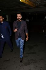 Ayushmann Khurrana Spotted At Airport on 28th Aug 2017 (1)_59a3c0e4b7519.JPG