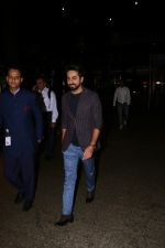 Ayushmann Khurrana Spotted At Airport on 28th Aug 2017 (2)_59a3c0d6831f0.JPG