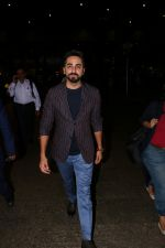 Ayushmann Khurrana Spotted At Airport on 28th Aug 2017 (7)_59a3c0de4fed3.JPG