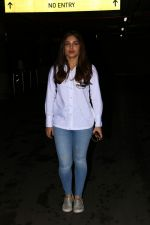 Bhumi Pednekar Spotted At Airport on 28th Aug 2017 (2)_59a3c0cadcd2f.JPG