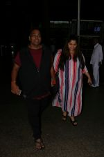 Ganesh Acharya With Wife Spotted At Airport on 28th Aug 2017 (7)_59a3c9c6e0a18.JPG