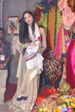 Poonam Pandey Came For Darshan At Andheri Cha Raja on 28th Aug 2017 (11)_59a50821d662b.JPG
