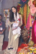 Poonam Pandey Came For Darshan At Andheri Cha Raja on 28th Aug 2017 (12)_59a5082266d25.JPG
