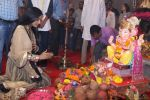 Poonam Pandey Came For Darshan At Andheri Cha Raja on 28th Aug 2017 (6)_59a5081f0927a.JPG