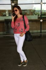 Monica Bedi Spotted At Airport on 31st Aug 2017 (9)_59a8f056812df.JPG