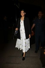 Sonam Kapoor Spotted At Airport on 31st Aug 2017 (1)_59a90c477cad6.JPG