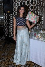 Shibani Dandekar at the Preview Of Payal Singhals Collection on 1st Sept 2017 (18)_59aab0386b574.JPG
