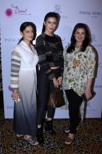 Urvashi Sharma, Sucheta Sharma at the Preview Of Payal Singhals Collection on 1st Sept 2017 (24)_59aab05820708.JPG