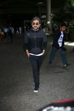 Vir Das Spotted At Airport on 2nd Sept 2017 (10)_59aabbbc2ad88.JPG