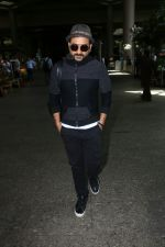 Vir Das Spotted At Airport on 2nd Sept 2017 (11)_59aabbbd505d6.JPG