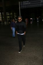Vir Das Spotted At Airport on 2nd Sept 2017 (2)_59aabbb10a029.JPG