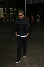 Vir Das Spotted At Airport on 2nd Sept 2017 (3)_59aabbb28492e.JPG
