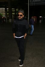 Vir Das Spotted At Airport on 2nd Sept 2017 (4)_59aabbb4e1a83.JPG