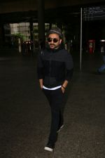 Vir Das Spotted At Airport on 2nd Sept 2017 (5)_59aabbb610eeb.JPG