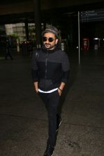 Vir Das Spotted At Airport on 2nd Sept 2017 (7)_59aabbb863819.JPG