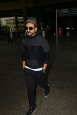 Vir Das Spotted At Airport on 2nd Sept 2017 (8)_59aabbb9a092f.JPG