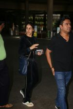Genelia D_Souza Spotted At Airport on 4th Sept 2017 (13)_59ae4b900ff2a.JPG