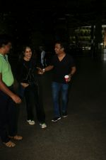 Genelia D_Souza Spotted At Airport on 4th Sept 2017 (4)_59ae4b8478679.JPG