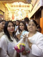 Parul Yadav Visited Lalbaugh Cha Raja Darshan on 4th Sept 2017 (5)_59ae4be1b185a.JPG