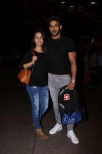Anita Hassanandani, Rohit Reddy Spotted At Airport on 7th Sept 2017 (10)_59b0f518032ea.JPG