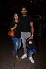Anita Hassanandani, Rohit Reddy Spotted At Airport on 7th Sept 2017 (13)_59b0f4c08295b.JPG
