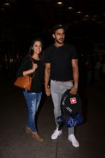 Anita Hassanandani, Rohit Reddy Spotted At Airport on 7th Sept 2017 (17)_59b0f4c1ec43a.JPG