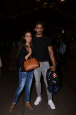 Anita Hassanandani, Rohit Reddy Spotted At Airport on 7th Sept 2017 (2)_59b0f515313f0.JPG