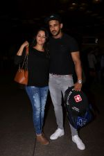 Anita Hassanandani, Rohit Reddy Spotted At Airport on 7th Sept 2017 (7)_59b0f4be9af83.JPG