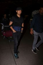 Sonu Nigam Spotted At Airport on 8th Sept 2017 (12)_59b397bbc7662.JPG