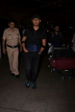 Sonu Nigam Spotted At Airport on 8th Sept 2017 (2)_59b397b3b67d4.JPG