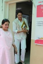 Priya Dutt at the Event Dutt_s The Way A Tribute To Nargis Dutt on 9th Sept 2017 (18)_59b4b730f3ec8.JPG