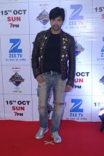 Himesh Reshammiya at the Red Carpet Of The Grand Celebration Of Zee Rishtey Awards 2017 on 10th Sept 2017 (286)_59b6306eb9e38.JPG