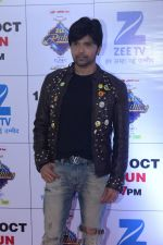 Himesh Reshammiya at the Red Carpet Of The Grand Celebration Of Zee Rishtey Awards 2017 on 10th Sept 2017 (289)_59b63070b133b.JPG