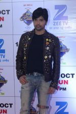Himesh Reshammiya at the Red Carpet Of The Grand Celebration Of Zee Rishtey Awards 2017 on 10th Sept 2017 (290)_59b6307164941.JPG