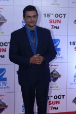 Madhavan at the Red Carpet Of The Grand Celebration Of Zee Rishtey Awards 2017 on 10th Sept 2017 (219)_59b63155718f5.JPG