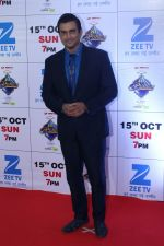 Madhavan at the Red Carpet Of The Grand Celebration Of Zee Rishtey Awards 2017 on 10th Sept 2017 (224)_59b631586d000.JPG