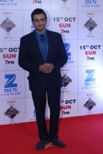 Madhavan at the Red Carpet Of The Grand Celebration Of Zee Rishtey Awards 2017 on 10th Sept 2017 (227)_59b6315a4942a.JPG