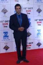 Madhavan at the Red Carpet Of The Grand Celebration Of Zee Rishtey Awards 2017 on 10th Sept 2017 (229)_59b6315b845e4.JPG