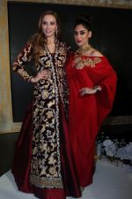 Lulia Vantur, Lucky Morani Walk The Ramp For Monisha Jaisingh, Pallavi & Bhairavi Jaikishan on 12th Sept 2017 (1)_59b8d7f67bd79.JPG