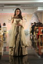 Waluscha de Sousa Walk The Ramp For Monisha Jaisingh, Pallavi & Bhairavi Jaikishan on 12th Sept 2017 (135)_59b8d93e95097.JPG