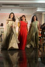 Waluscha de Sousa Walk The Ramp For Monisha Jaisingh, Pallavi & Bhairavi Jaikishan on 12th Sept 2017 (140)_59b8d94391daa.JPG