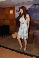 Evelyn Sharma at the interview For Stupid Man Smart Phone on 13th Sept 2017 (28)_59ba20193e5a5.JPG