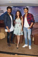 Umeet Vyas, Evelyn Sharma, Karan Kundra at the interview For Stupid Man Smart Phone on 13th Sept 2017 (16)_59ba20220d115.JPG