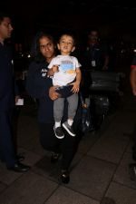 Arpita Khan With Son Ahil Khan Spotted At Airport on 14th Sept 2017 (3)_59bb843dd8a26.JPG
