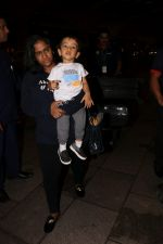 Arpita Khan With Son Ahil Khan Spotted At Airport on 14th Sept 2017 (4)_59bb843e8d099.JPG