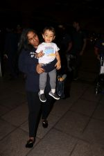 Arpita Khan With Son Ahil Khan Spotted At Airport on 14th Sept 2017 (6)_59bb843fd0863.JPG